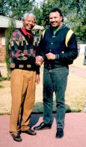 Chris_Lubbe_with_Mandela_photo
