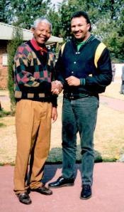 Chris_Lubbe_with_Mandela_photo